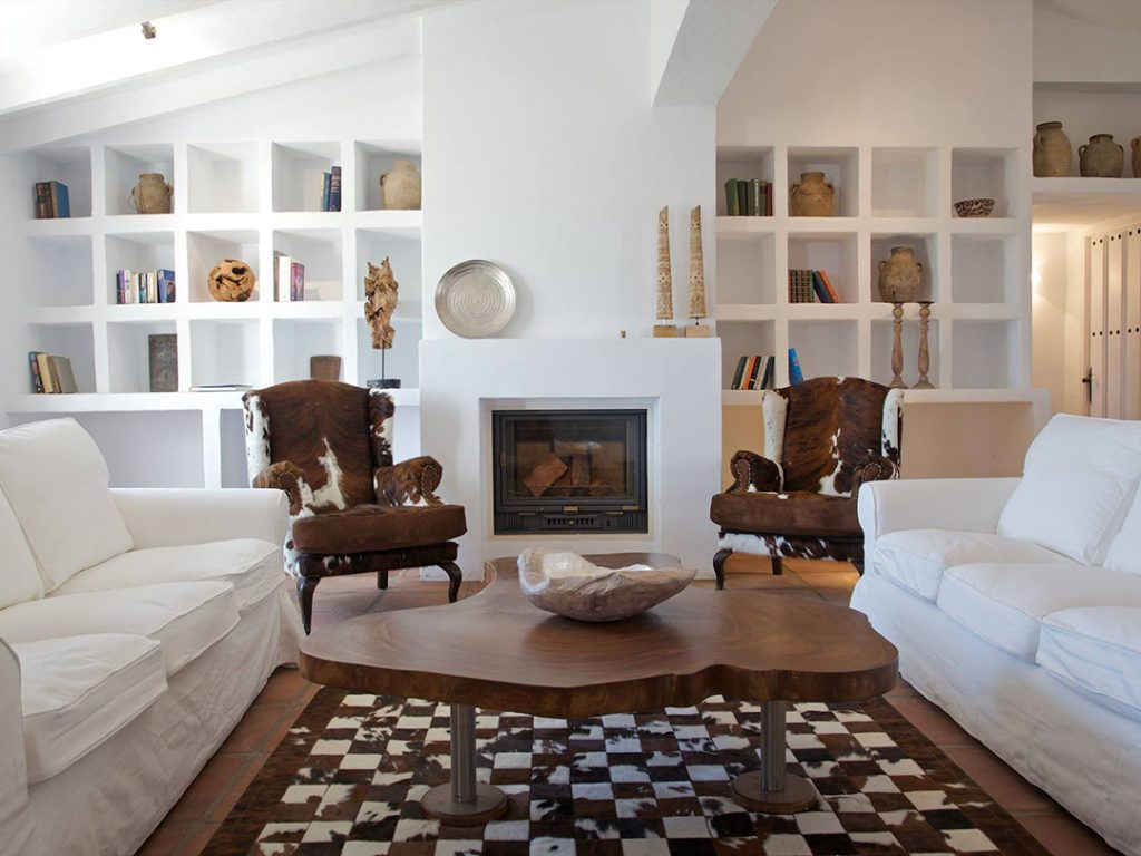reading room at el Carligto Private Andalucian Hideaway Carol Ketelson Delectable Destinations Culinary Tours