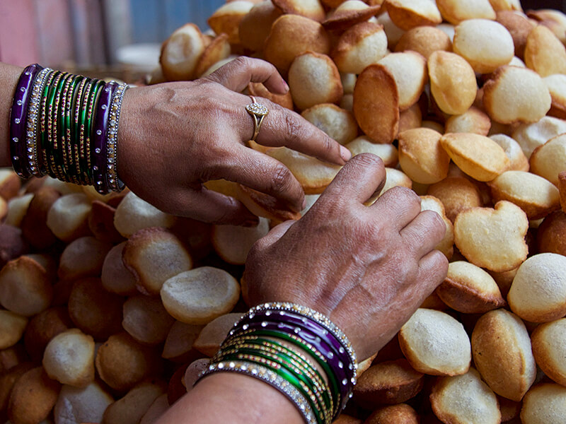 Street merchant in old Delhi Carol Ketelson Delectable Destinations Culinary Tours