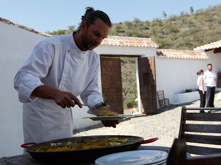 chef-david-palacios-serving-up-his-renowned-paella